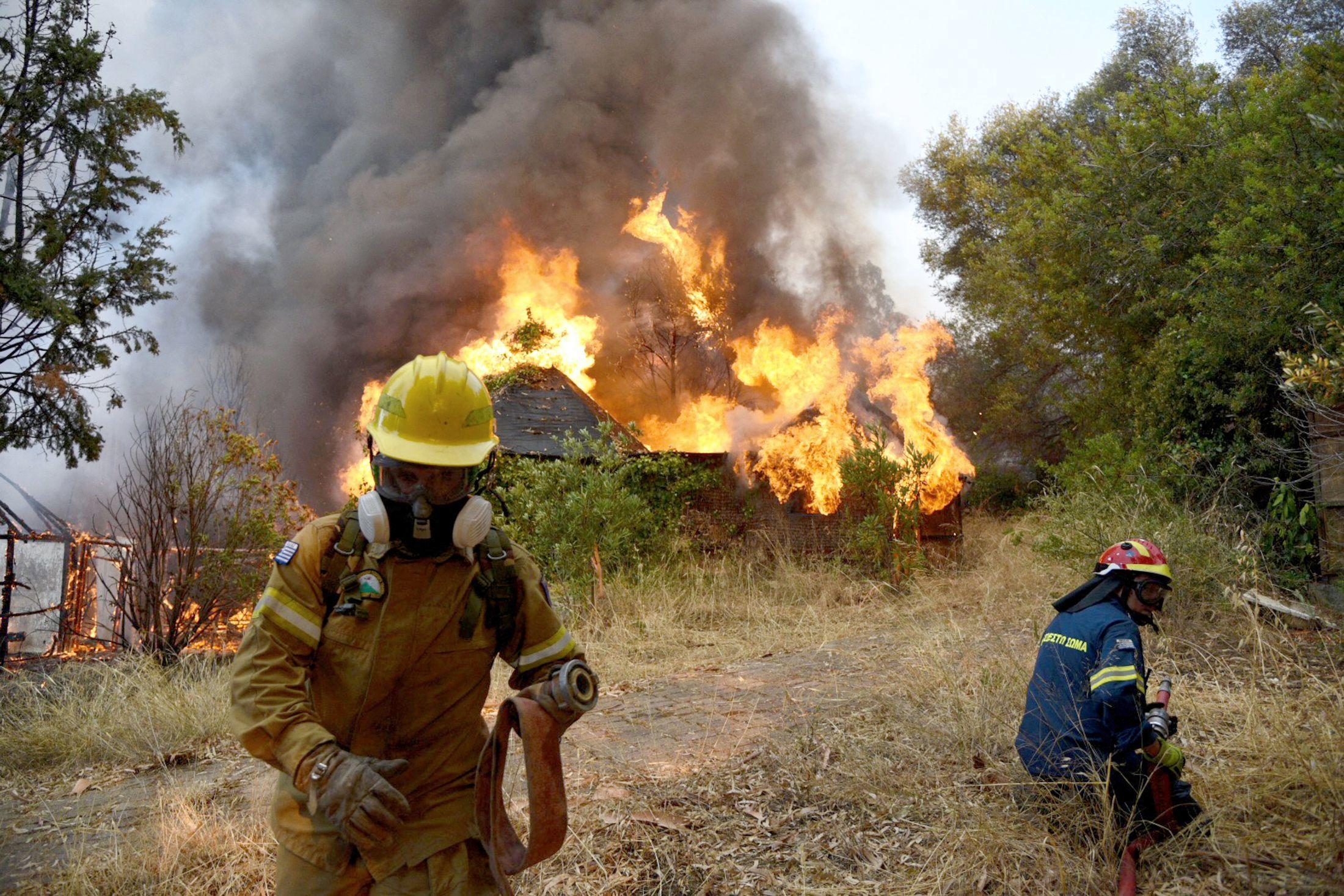 Cảnh sát Hy Lạp bắt giữ hơn 100 người vì nghi ngờ đốt rừng