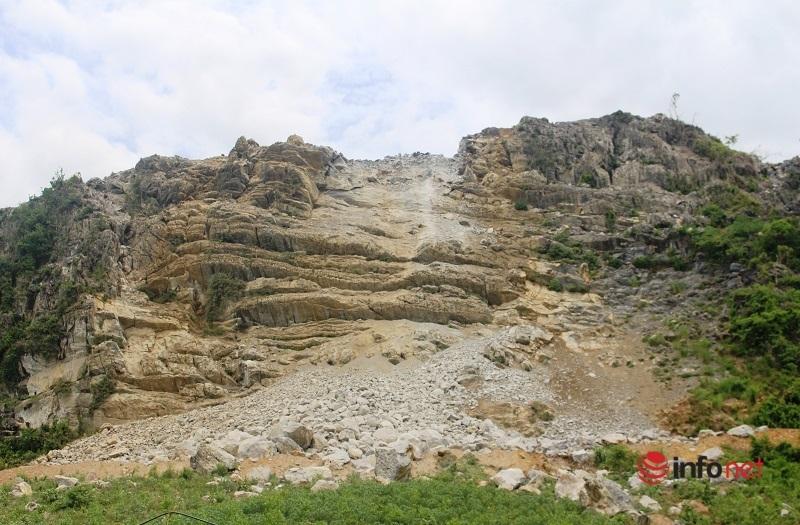 Tường nhà 'há miệng', khói bụi bao trùm, nguy hiểm rình rập cả làng gần mỏ đá
