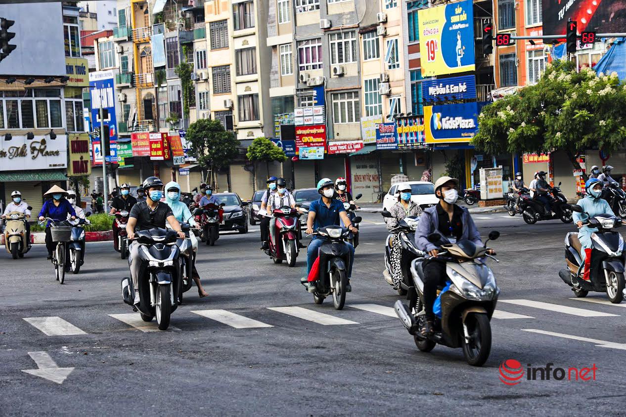 đường phố đông đúc,chỉ thị 16,giờ cao điểm,Giãn cách xã hội,chốt kiểm soát dịch,ra đường không cần thiết