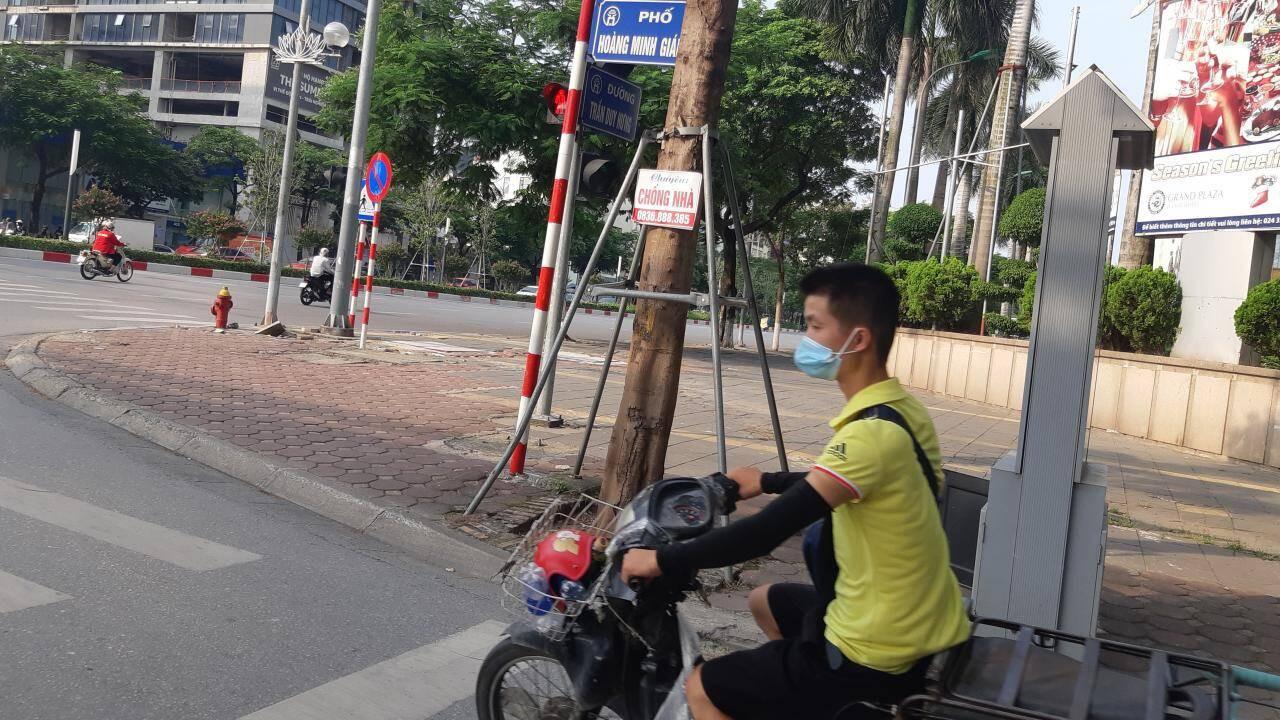 Hà Nội,giãn cách,không đội mũ bảo hiểm,mũ bảo hiểm,vi phạm giao thông