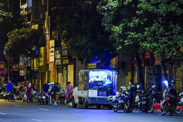 Chợ Phùng Khoang đóng cửa, chợ 'cóc' hoạt động nhộn nhịp từ nửa đêm