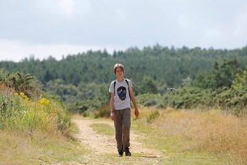 11 tuổi đi bộ 330 km để làm điều đặc biệt không phải ai cũng nghĩ ra