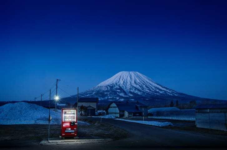 Những chiếc máy bán hàng tự động 'cô đơn' ở Nhật Bản