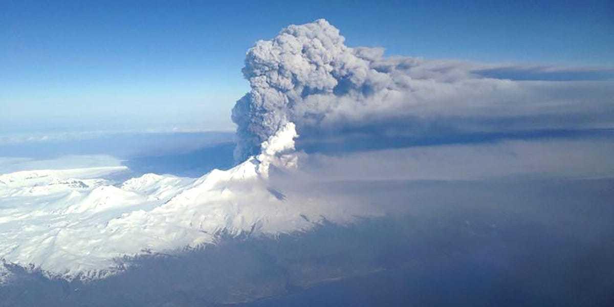 Ba ngọn núi cùng lúc phun trào, đánh thức Vành đai lửa Thái Bình Dương