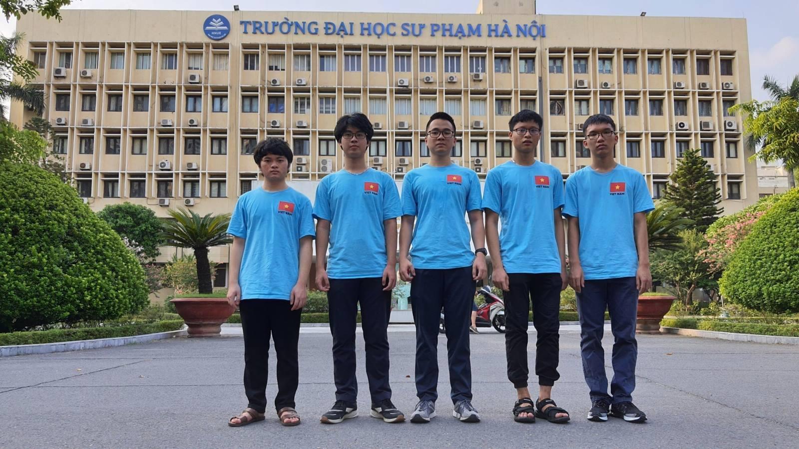 Hà Nội khen thưởng học sinh đoạt Huy chương Vàng kỳ thi quốc tế