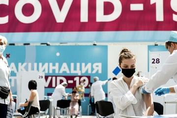 Nhiều công ty Nga 'cứng rắn' với nhân viên từ chối tiêm vắc-xin Covid-19
