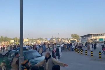 Sân bay Afghanistan hỗn loạn, có người chết sau khi lính Mỹ nổ súng