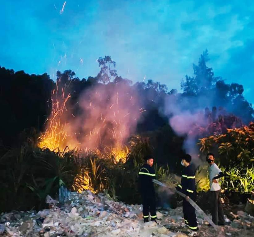 Liên tiếp cháy rừng do nắng nóng ở Nghệ An, kịp thời dập tắt cháy bùng phát trong đêm