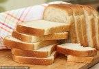 Cậu bé 12 tuổi chỉ ăn bánh mỳ trắng và sữa chua trong 10 năm