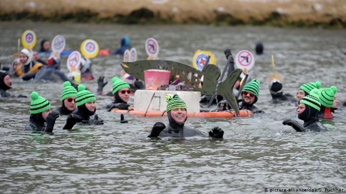 Tái chế thùng rượu, phụ tùng xe đạp tạo ra 'đồ nghề' cho cuộc đua trên sông