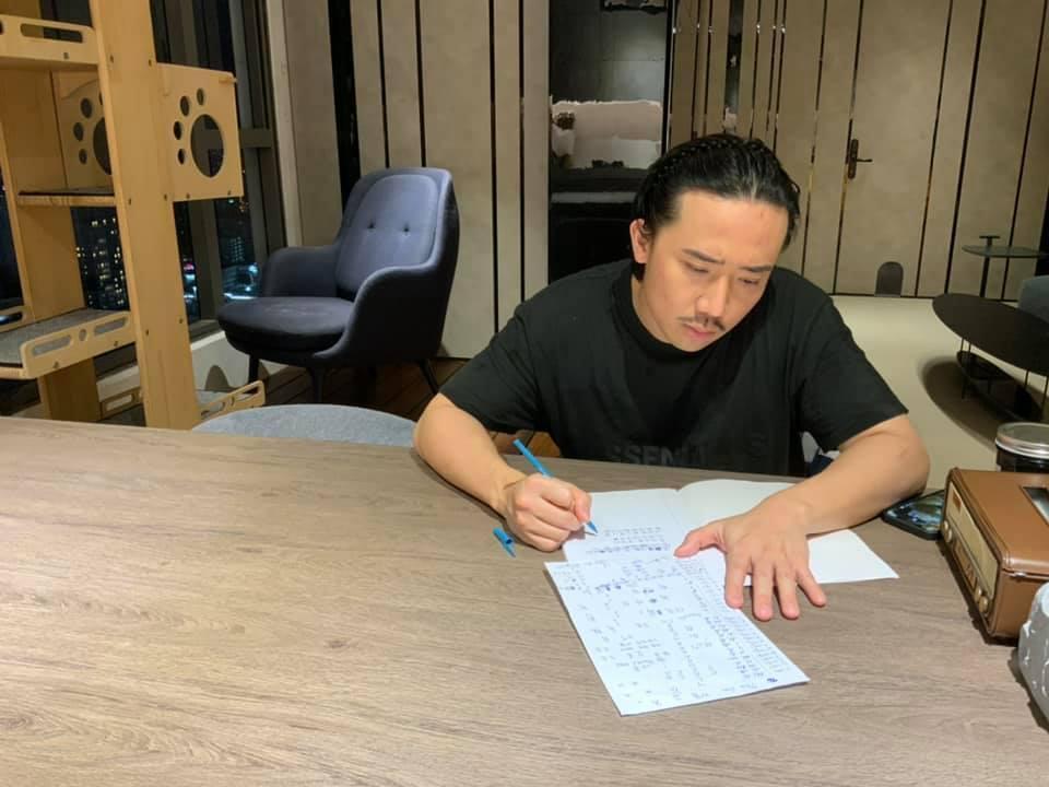 Hari Won dạy tiếng Hàn thế nào mà 'học trò' Trấn Thành mặt mày căng thẳng như đi đánh trận!