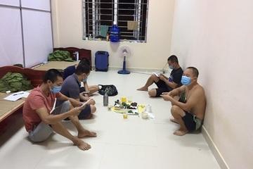 5 người về từ vùng dịch tụ tập ăn uống trong khu cách ly tập trung