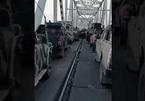 Người dân Afghanistan tháo chạy, bỏ lại hàng đoàn ô tô ở biên giới