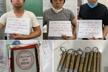 Bắt vụ mua bán 'khí cười', phát hiện nhiều súng đạn, giấy xác nhận công tác giả