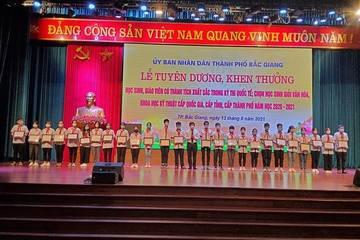 Bắc Giang: Tuyên dương giáo viên, học sinh có thành tích xuất sắc trong các kỳ thi