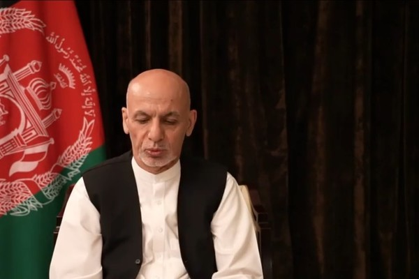 Tổng thống Afghanistan bất ngờ xuất hiện, hẹn ngày trở về