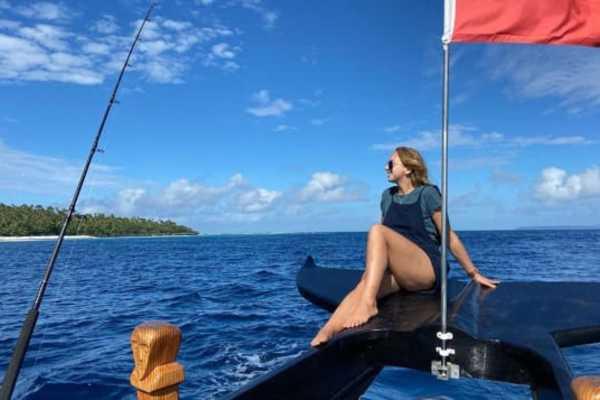 Chuyện không ngờ khiến cô gái đi du lịch 1 tuần nhưng lại mắc kẹt trên đảo suốt 18 tháng