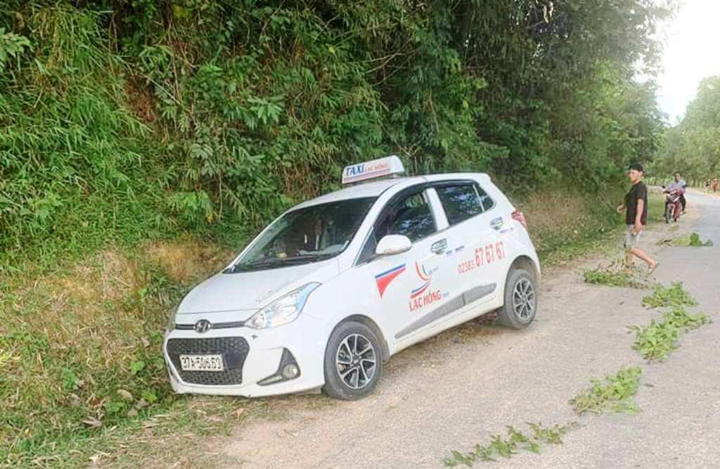 Nghệ An: Tá hỏa phát hiện tài xế taxi bị cứa cổ nằm gục bên quốc lộ