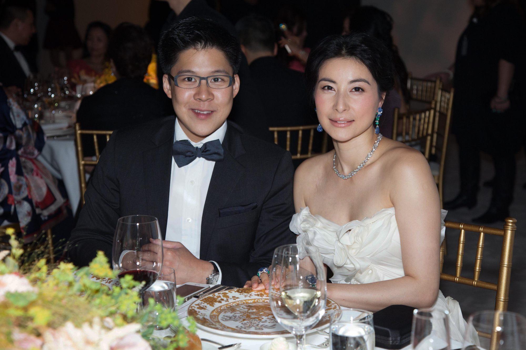 Giới siêu giàu Hong Kong tặng con cái hàng triệu USD mừng sinh em bé khoẻ mạnh