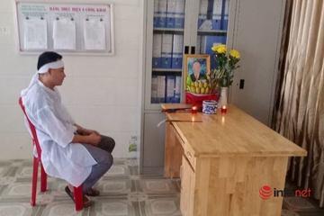 Nhân viên y tế trong khu cách ly nghẹn ngào lập bàn thờ từ xa tiễn biệt cha