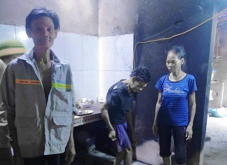 Vợ chồng nghèo ứa nước mắt nhìn 250 triệu đồng quăn queo sau vụ cháy bếp lúc rạng sáng