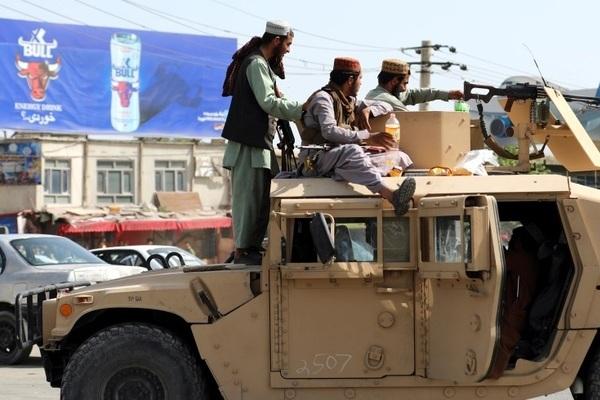 Taliban gõ cửa, người dân Afghanistan trốn vào nhà tắm, tắt đèn và bịt miệng trẻ em