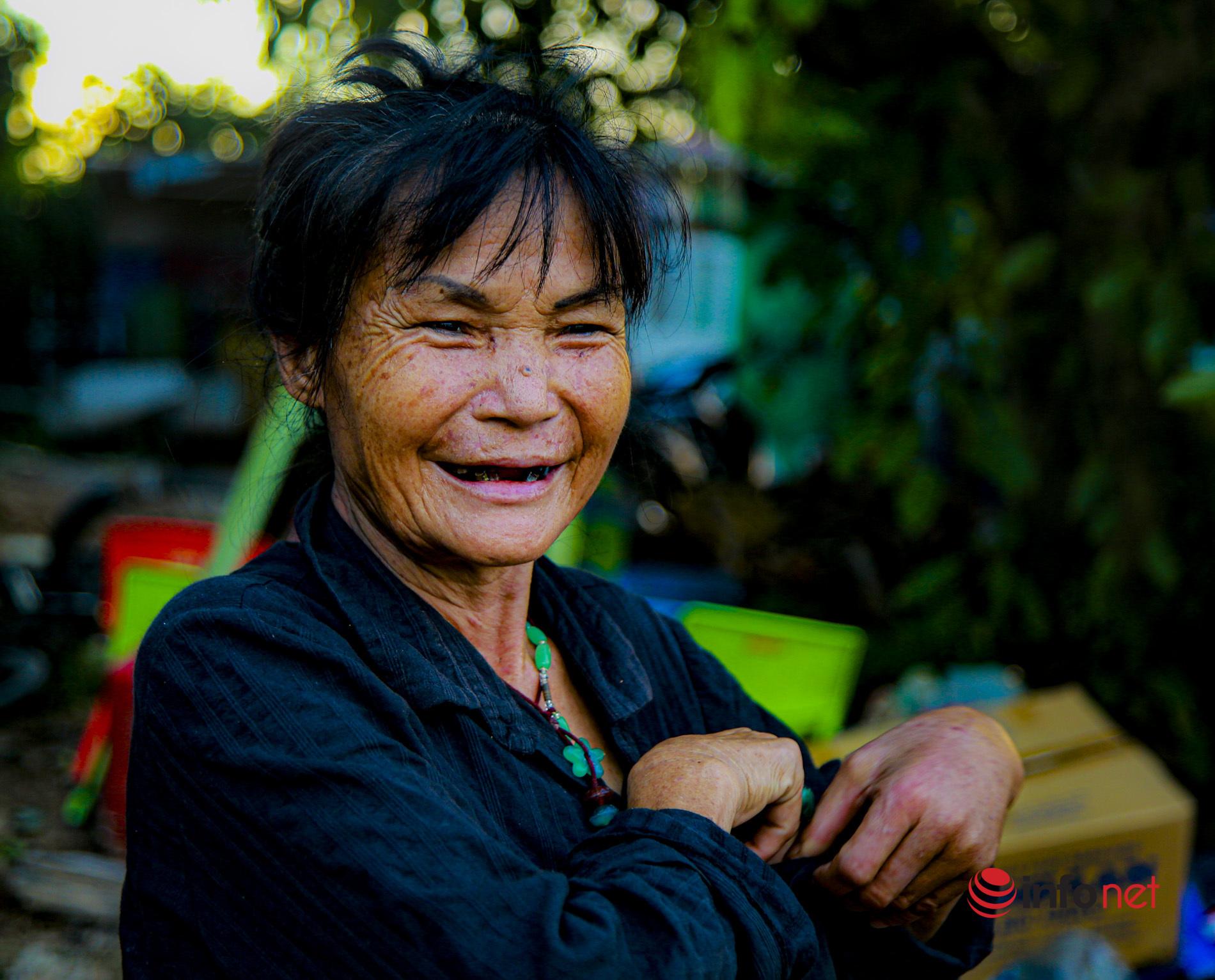 Cuộc sống lênh đênh, chật vật giữa sông Hồng khi Hà Nội giãn cách