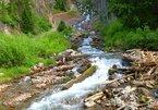 Kỳ lạ suối nước chảy ngắt nghỉ theo nhịp hiếm có trên thế giới