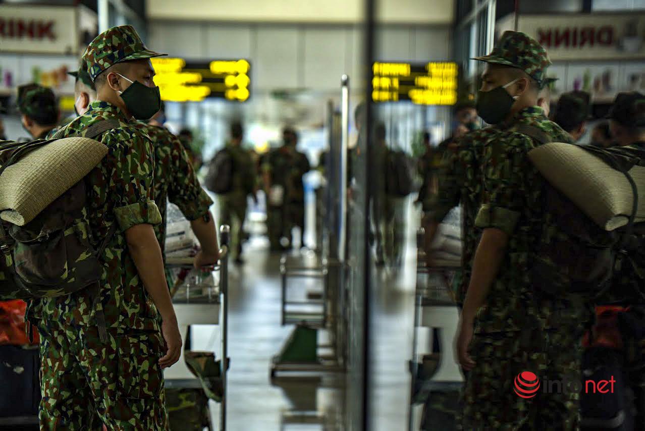 Hà Nội: Hình ảnh gần 300 bác sĩ, học viên quân y vào Nam làm nhiệm vụ chống dịch