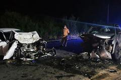 Va chạm kinh hoàng với xe bán tải, xe con nát phần đầu, 2 người tử vong tại chỗ