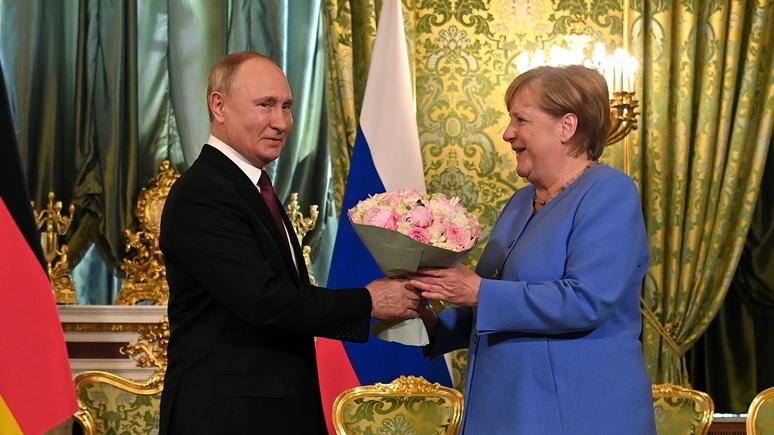 Cuộc gặp 'chia tay' giữa ông Putin và bà Merkel có hoa hồng, nhưng không nhượng bộ