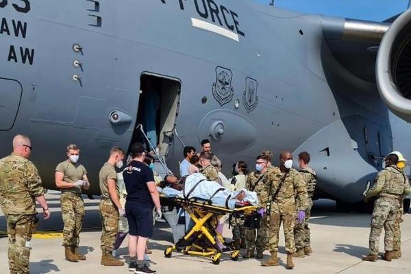 Sản phụ Afghanistan sinh con ngay trên chuyến bay sơ tán của không quân Mỹ