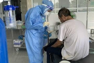 Bác sĩ hướng dẫn hai bài tập ho đúng cách để làm sạch phổi cho F0