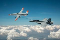 Xem hành động 'thần kỳ' trên không của bộ đôi siêu máy bay Mỹ