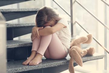 Cần làm gì khi con trẻ phản kháng, buồn chán, trầm cảm?