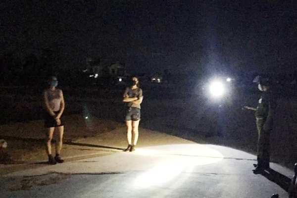 3 người phụ nữ đi 'ngắm trăng' bị phạt 6 triệu đồng