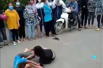 Hòa Bình: Nhóm nữ sinh hung hăng đánh nhau giữa mùa dịch