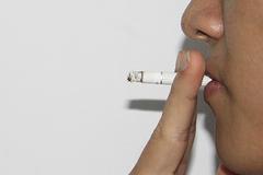 Nghiêm cấm hút thuốc lá ở phòng họp chung, lớp học...