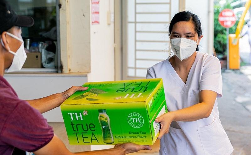 Những ly trà yêu thương tiếp sức lực lượng tuyến đầu chống dịch