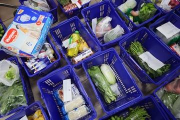 Bị chê giá cao, nhiều siêu thị ở TP.HCM sửa combo 'đi chợ hộ'