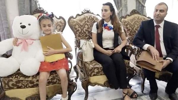 Bé gái Syria bất ngờ nhận được quà từ Tổng thống Putin