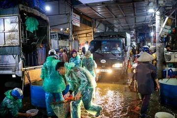 Công an vào cuộc vụ chợ cá Yên Sở cấp Giấy đi đường cho người mua cá mới 8 tháng tuổi