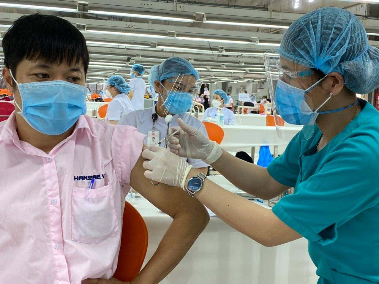 Tiêm vắc xin Covid-19 có phải kiêng 'chuyện ấy' không?