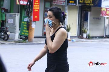 Hà Nội: Công an quận Hoàn Kiếm triển khai tổ kiểm tra lưu động kiểm soát giấy đi đường