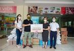 'Ngân hàng thực phẩm' trao quà cho hàng trăm sinh viên khó khăn