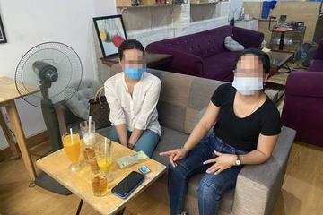Hai nữ phóng viên bị công an bắt quả tang về hành vi cưỡng đoạt tài sản