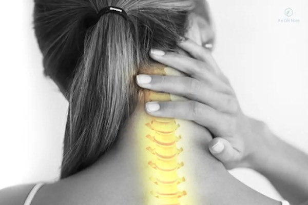 Chuyên gia bày cách phòng đau cột sống cổ khi làm việc tại nhà