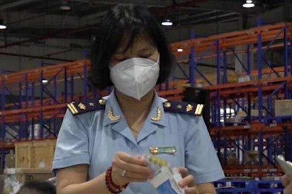 Hàng trăm hộp thuốc, thiết bị y tế chống dịch Covid-19 nhập khẩu trái phép bị bắt