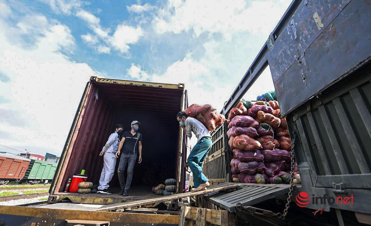 Chuyến tàu vận chuyển gần 300 tấn lương thực của Sơn La chi viện cho các tỉnh miền Nam
