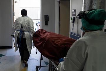 Bệnh nhân Covid-19 từng phản đối đeo khẩu trang qua đời sau 1 tháng nằm viện